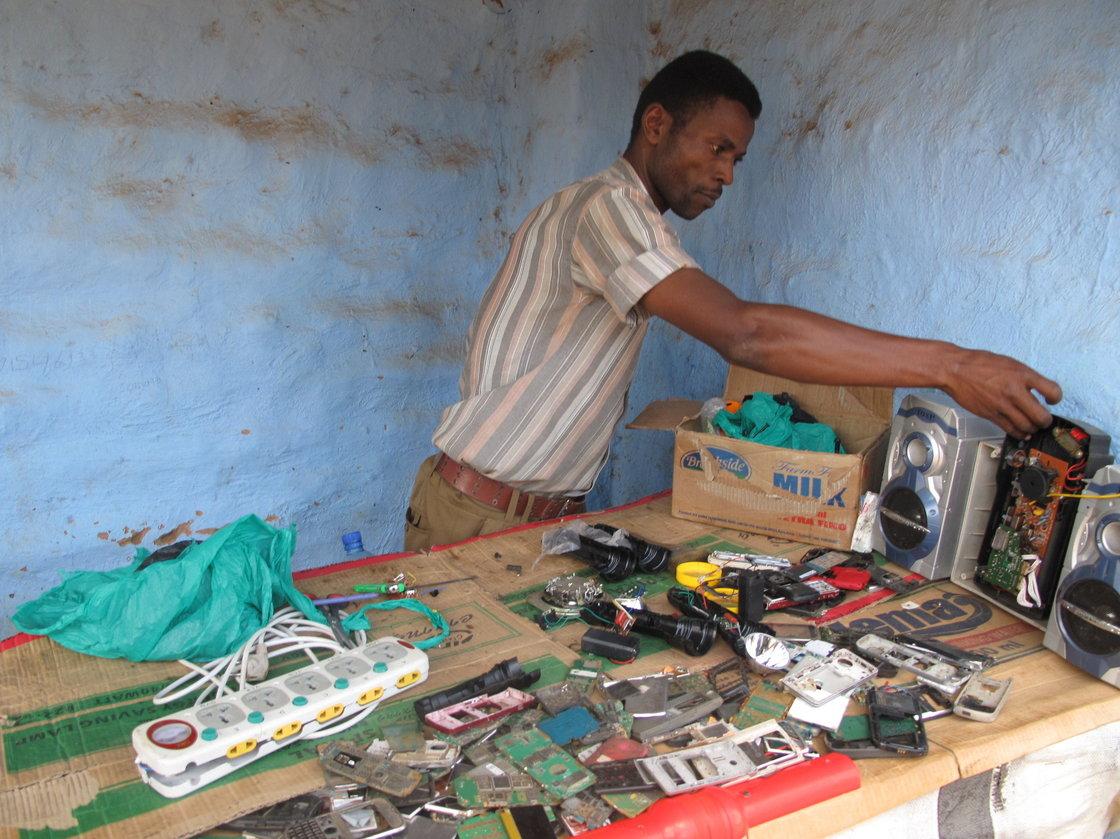 Refugee in Uganda who repairs cellphones